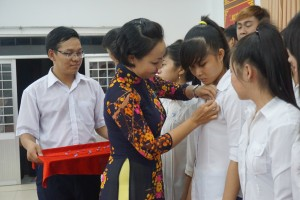 Chi Ho Thi Thuy Hang ket nap hv
