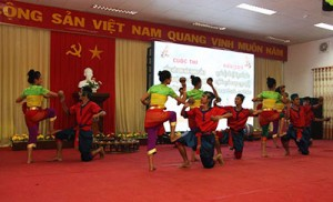 cuoc-thi-tieng-hat-sinh-vien-khmer
