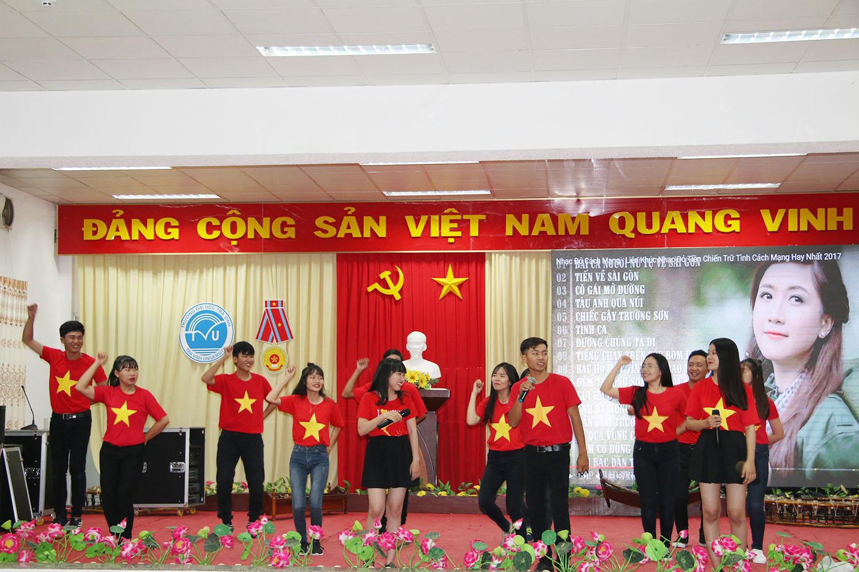 Sinh viên rộn ràng giai điệu tuyên truyền ca khúc cách mạng