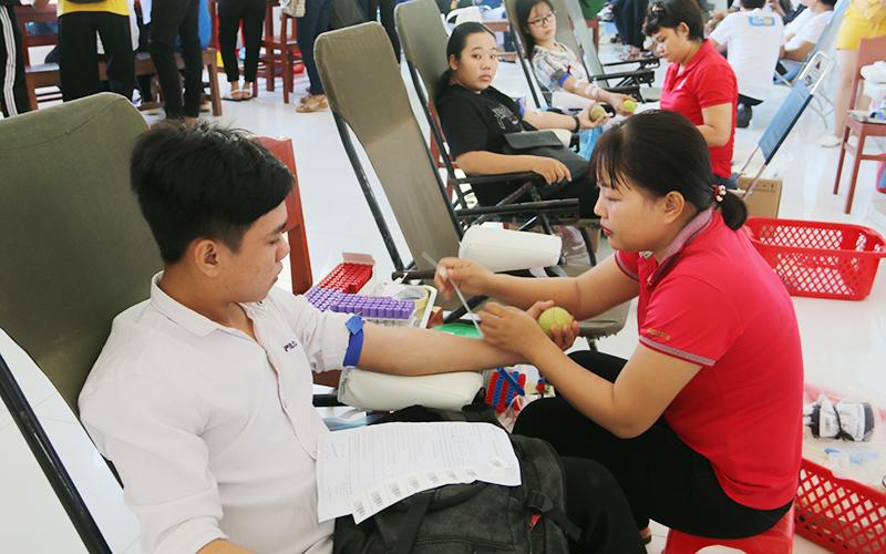 Đại học Trà Vinh tiếp nhận 161 đơn vị máu